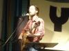 Samuel Trygger på scen, framförandes Dan Andersson. Foto: © Billey Shamrock Gleissner.